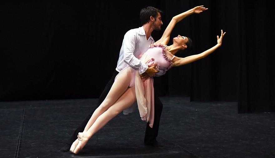 Arp Dance: arte e corpi in movimento