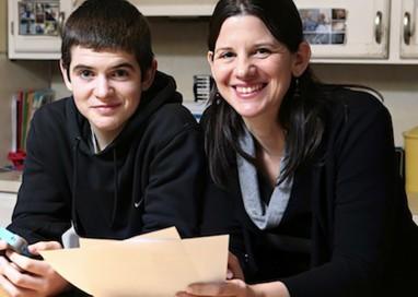 Mamma stipula un contratto da far firmare a suo figlio sull'utilizzo dell'iPhone