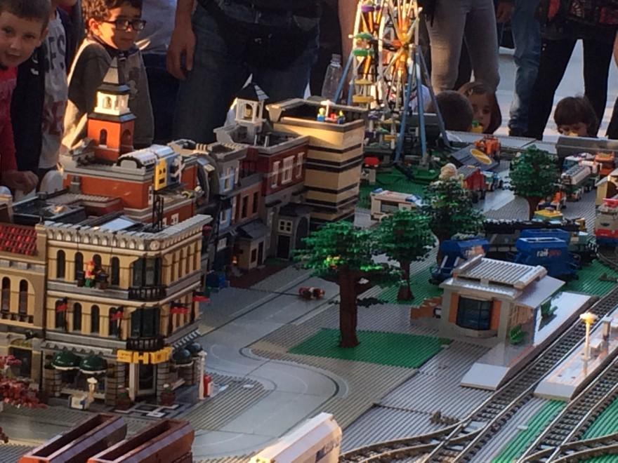 Legomania La Parma A Esplode Retail Bimbiparma WED9H2IY