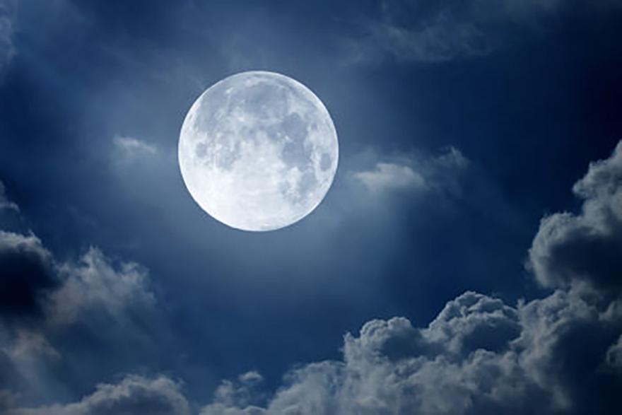 A spasso sotto la Luna
