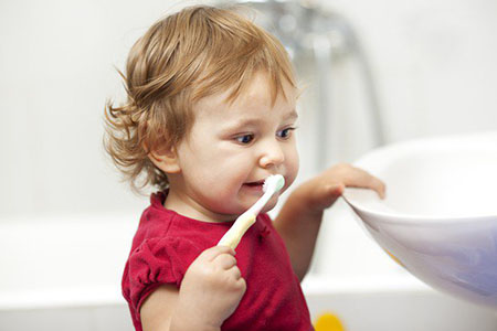 Cosa fare quando cade un dente, permanente o da latte, al nostro bambino?