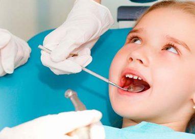 Prevenire la carie nei bambini è possibile con la sigillatura. Cosa dice l'esperto