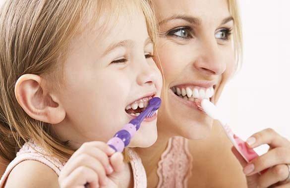 La salute dei denti è importante fin da piccolissimi. Ecco i consigli dell'esperto