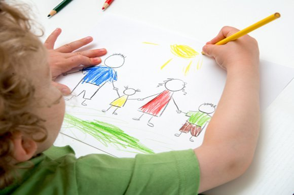 Donati 2.634 kit di pastelli ai bambini delle primarie di Parma