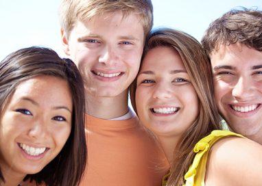 Ortodonzia per adolescenti, come allineare senza farsi notare